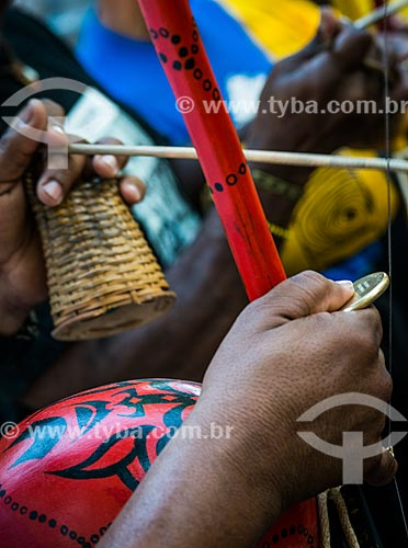 Pessoa tocando berimbau  - Rio de Janeiro - Rio de Janeiro (RJ) - Brasil