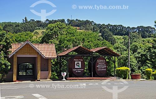 Monumento das duas tinas  - Pinheiro Preto - Santa Catarina (SC) - Brasil