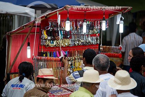 Comércio popular na Praça dos Romeiros - em frente à Basílica Santuário de Nossa Senhora das Dores  - Juazeiro do Norte - Ceará (CE) - Brasil