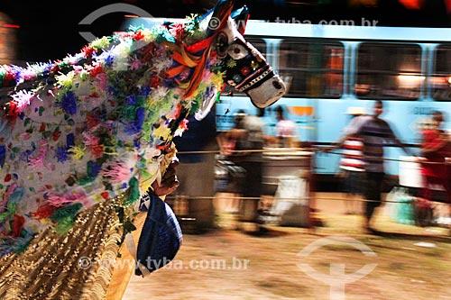 Apresentação do grupo Maracanã de Bumba meu boi após a festa de São João - boi fugindo dos vaqueiros (parte do enredo)  - São Luís - Maranhão (MA) - Brasil