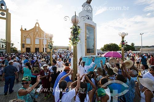 Concentração de romeiros para a Romaria de Nossa Senhora das Candeias com a Capela Nossa Senhora do Perpétuo Socorro ao fundo  - Juazeiro do Norte - Ceará (CE) - Brasil