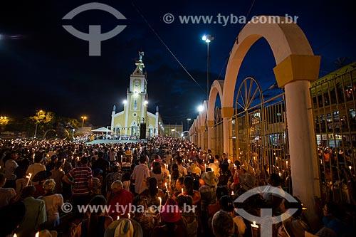 Romaria de Nossa Senhora das Candeias com a Basílica Santuário de Nossa Senhora das Dores (1875) ao fundo  - Juazeiro do Norte - Ceará (CE) - Brasil