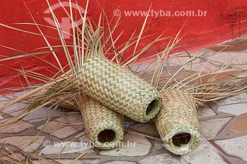 Protetor de garrafas produzidos da palha de carnaúba  - Juazeiro do Norte - Ceará (CE) - Brasil