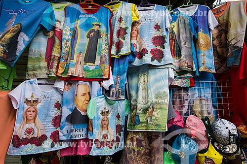 Camisas com imagens religiosas à venda na cidade de Juazeiro do Norte  - Juazeiro do Norte - Ceará (CE) - Brasil