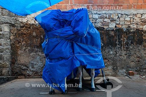 Cavalo artesanais usados para fotografias de recordação cobertos na Praça dos Romeiros  - Juazeiro do Norte - Ceará (CE) - Brasil
