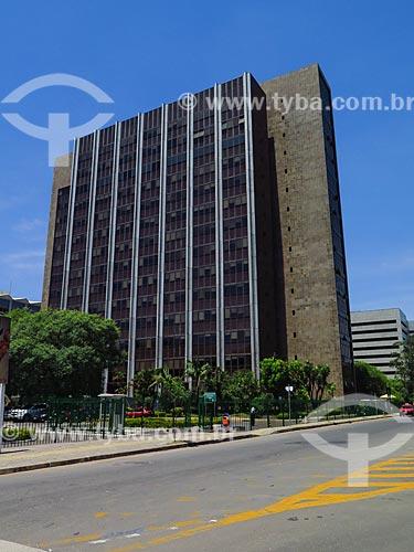 Vista geral do prédio da Secretaria da Receita Federal do Brasil em Porto Alegre - também conhecido como Chocolatão  - Porto Alegre - Rio Grande do Sul (RS) - Brasil