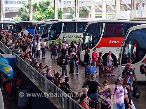 Passageiros na Estação Rodoviária de Porto Alegre  - Porto Alegre - Rio Grande do Sul (RS) - Brasil