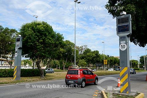Radar para fiscalização eletrônica de velocidade na Ilha do Fundão  - Rio de Janeiro - Rio de Janeiro (RJ) - Brasil