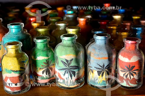 Garrafas de areia colorida à venda no Centro Luiz Gonzaga de Tradições Nordestinas  - Rio de Janeiro - Rio de Janeiro (RJ) - Brasil