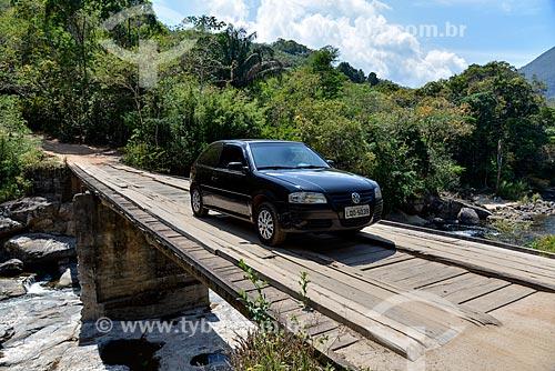 Carro na Ponte do Alemão sobre o Rio Macaé na Reserva Florestal de Macaé de Cima  - Nova Friburgo - Rio de Janeiro (RJ) - Brasil