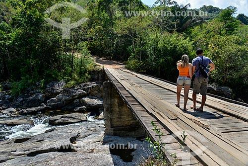 Turistas na Ponte do Alemão sobre o Rio Macaé na Reserva Florestal de Macaé de Cima  - Nova Friburgo - Rio de Janeiro (RJ) - Brasil