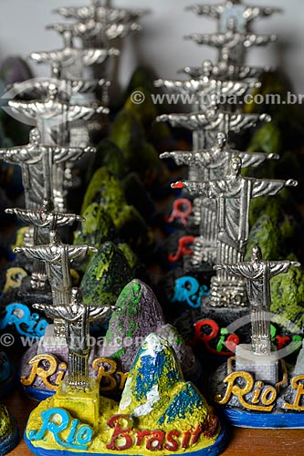 Réplicas do Cristo Redentor à venda no Centro Luiz Gonzaga de Tradições Nordestinas  - Rio de Janeiro - Rio de Janeiro (RJ) - Brasil