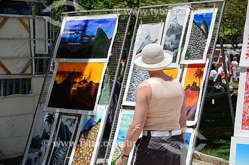 Telas à venda na Feira Hippie de Ipanema  - Rio de Janeiro - Rio de Janeiro (RJ) - Brasil