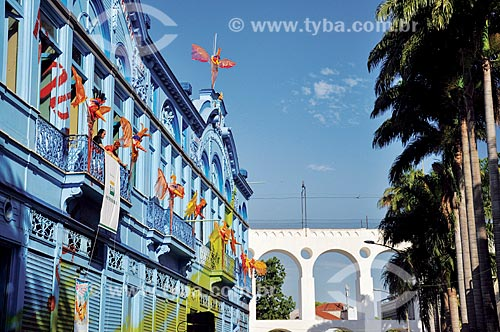 Fachada da Fundição Progresso - antiga fábrica de fogões Progresso - com os Arcos da Lapa ao fundo  - Rio de Janeiro - Rio de Janeiro (RJ) - Brasil