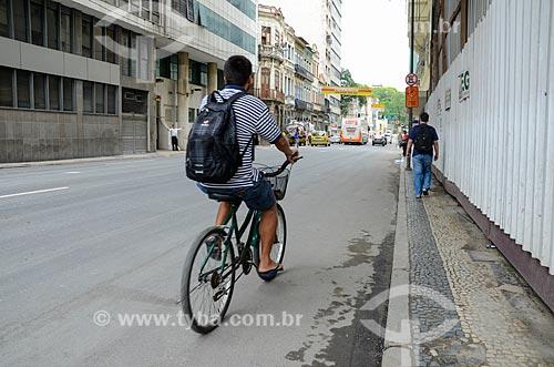 Ciclista na Rua Primeiro de Março  - Rio de Janeiro - Rio de Janeiro (RJ) - Brasil