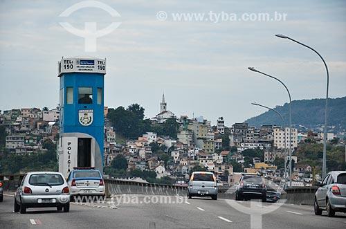 Carros no Viaduto do Gasômetro com o Morro do Pinto ao fundo  - Rio de Janeiro - Rio de Janeiro (RJ) - Brasil