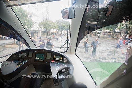 Cabine do veículo leve sobre trilhos em exposição na Cinelândia  - Rio de Janeiro - Rio de Janeiro (RJ) - Brasil