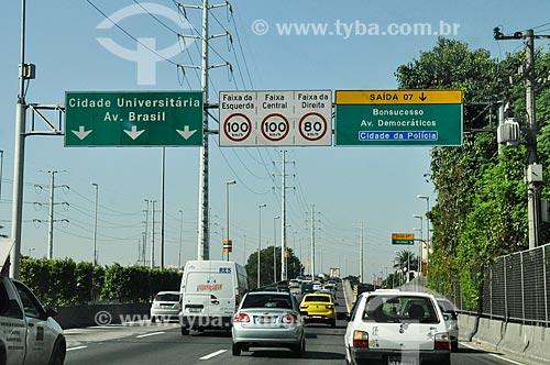 Placas na Linha Amarela próximo à saída 7  - Rio de Janeiro - Rio de Janeiro (RJ) - Brasil