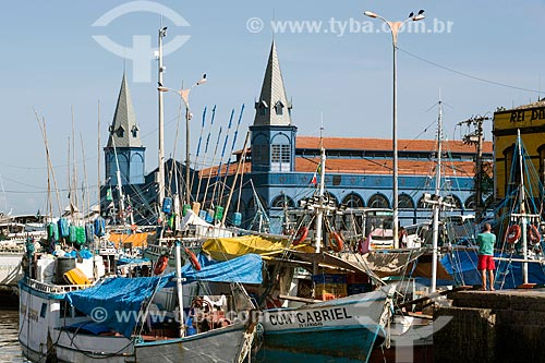 Barcos na Baía do Guajará com o Mercado Ver-o-peso ao fundo  - Belém - Pará (PA) - Brasil