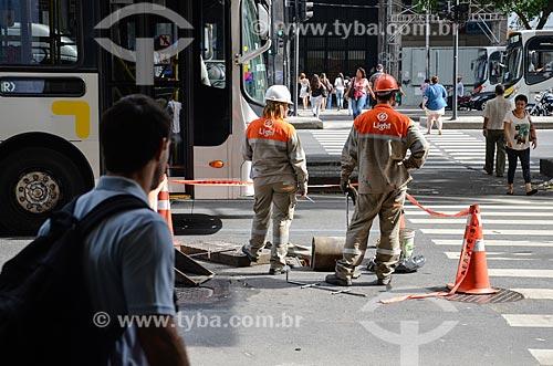 Funcionários da Light trabalhando na Avenida Rio Branco  - Rio de Janeiro - Rio de Janeiro (RJ) - Brasil