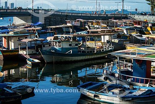 Barcos no píer do Quadrado da Urca com a ponte da Avenida Portugal ao fundo  - Rio de Janeiro - Rio de Janeiro (RJ) - Brasil