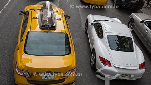 Táxi ao ladao de Porshe Cayman S na cidade de Nova Iorque  - Cidade de Nova Iorque - Nova Iorque - Estados Unidos