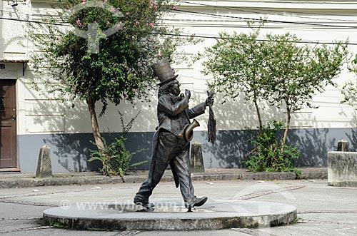 Estátua do apresentador de TV Chacrinha na Rua General Garzon  - Rio de Janeiro - Rio de Janeiro (RJ) - Brasil
