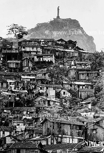 Casas na Favela da Catacumba - atual área do Parque Natural Municipal da Catacumba - com o Cristo Redentor ao fundo  - Rio de Janeiro - Rio de Janeiro (RJ) - Brasil