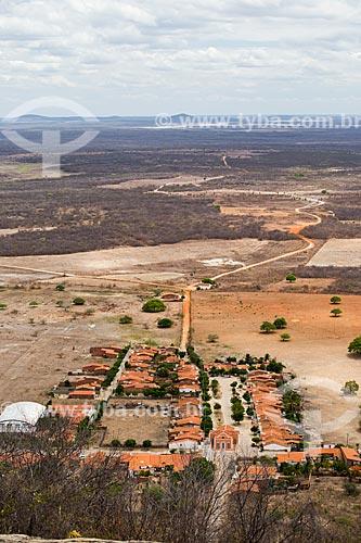 Vista de cima do povoado de Juatama com o Açude Pedra Branca ao fundo  - Quixadá - Ceará (CE) - Brasil