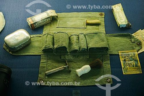 Kit de higiene pessoal em exibição no museu do Monumento aos Mortos da Segunda Guerra Mundial - Monumento aos Pracinhas  - Rio de Janeiro - Rio de Janeiro (RJ) - Brasil