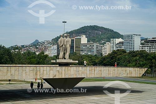 Monumento aos Mortos da Segunda Guerra Mundial - Monumento aos Pracinhas - com o Morro da Nova Cintra ao fundo  - Rio de Janeiro - Rio de Janeiro (RJ) - Brasil
