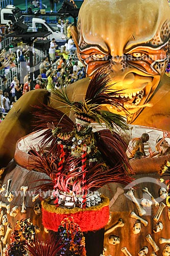 Desfile do Grêmio Recreativo Escola de Samba Paraíso do Tuiuti - Destaque de carro alegórico - Enredo 2015 - Curumim chama Cunhantã que eu vou contar?  - Rio de Janeiro - Rio de Janeiro (RJ) - Brasil