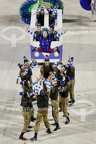 Desfile do Grêmio Recreativo Escola de Samba Caprichosos de Pilares - Comissão de frente - Enredo 2015 - Na minha mão é mais barato  - Rio de Janeiro - Rio de Janeiro (RJ) - Brasil