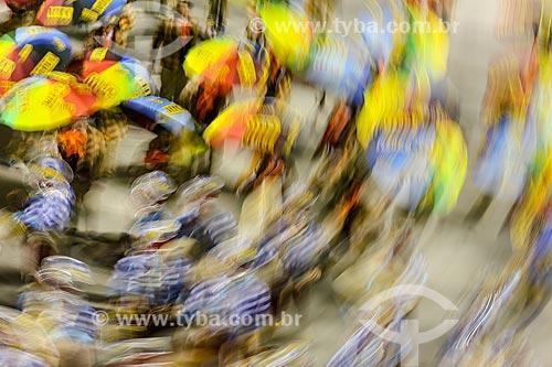 Desfile do Grêmio Recreativo Escola de Samba Caprichosos de Pilares - Foliões - Enredo 2015 - Na minha mão é mais barato  - Rio de Janeiro - Rio de Janeiro (RJ) - Brasil