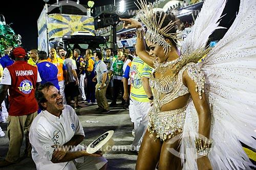 Prefeito da cidade do Rio de Janeiro Eduardo Paes com a atriz Juliana Alves - Rainha de Bateria - durante o desfile do Grêmio Recreativo Escola de Samba Unidos da Tijuca  - Rio de Janeiro - Rio de Janeiro (RJ) - Brasil