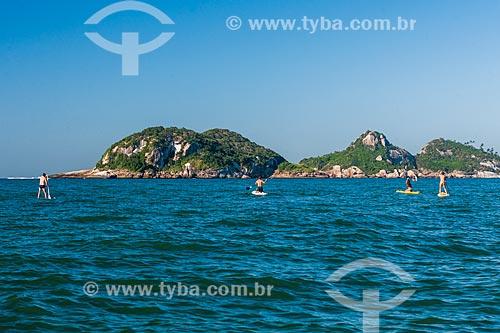 Praticantes de Stand up paddle próximo às Ilhas Tijucas  - Rio de Janeiro - Rio de Janeiro (RJ) - Brasil