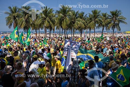 Manifestação contra a corrupção e pelo Impeachment para Presidenta Dilma Rousseff na orla da Praia de Copacabana  - Rio de Janeiro - Rio de Janeiro (RJ) - Brasil