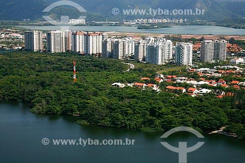 Vista de cima de casas e condomínios residenciais  - Rio de Janeiro - Rio de Janeiro (RJ) - Brasil