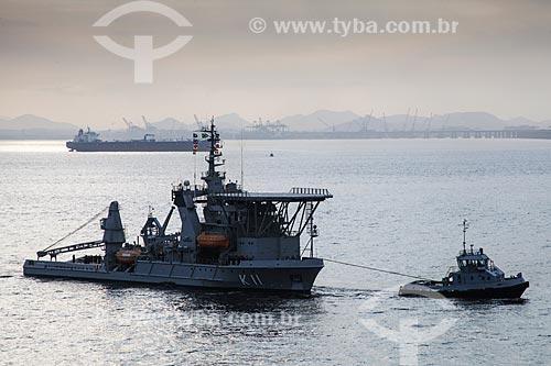 Navio de socorro submarino da Marinha do Brasil NSS Felinto Perry (K-11) sendo rebocado pelo Rb Arrojado (BNRJ 17)  - Niterói - Rio de Janeiro (RJ) - Brasil