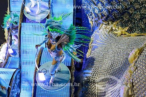 Desfile do Grêmio Recreativo Escola de Samba Portela - Destaque de carro alegórico - Enredo 2015 - ImagináRIO: 450 janeiros de uma cidade surreal  - Rio de Janeiro - Rio de Janeiro (RJ) - Brasil