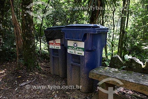 Lixeiras para coleta seletiva de lixo - Parque Nacional da Serra dos Órgãos - Sede Teresópolis  - Teresópolis - Rio de Janeiro (RJ) - Brasil