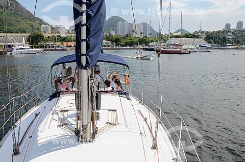 Vista de convés de barco com o Iate Clube do Rio de Janeiro ao fundo  - Rio de Janeiro - Rio de Janeiro (RJ) - Brasil