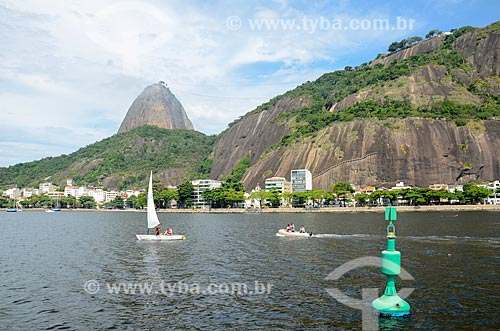 Veleiro na Baía de Guanabara com o Pão de Açúcar ao fundo  - Rio de Janeiro - Rio de Janeiro (RJ) - Brasil