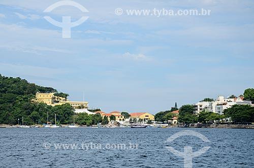 Vista da Praia de dentro a partir da Baía de Guanabara com a Fortaleza de São João (1565) - também conhecida como Fortaleza de São João da Barra do Rio de Janeiro - à esquerda  - Rio de Janeiro - Rio de Janeiro (RJ) - Brasil