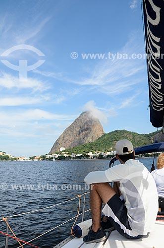 Vista de convés de barco na Baía de Guanabara com o Pão de Açúcar ao fundo  - Rio de Janeiro - Rio de Janeiro (RJ) - Brasil