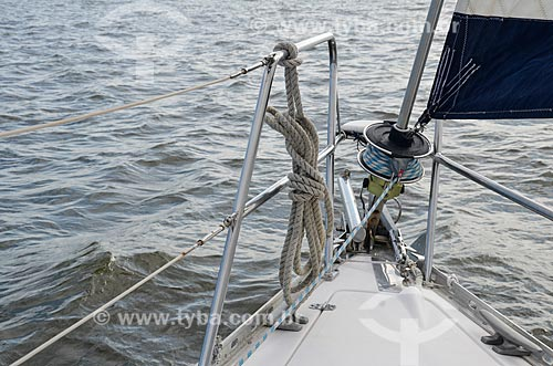 Detalhe de corda na proa de barco na Baía de Guanabara  - Rio de Janeiro - Rio de Janeiro (RJ) - Brasil
