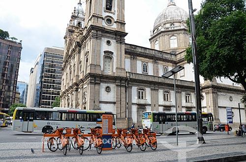 Bicicletas públicas - para aluguel - próximo à Igreja de Nossa Senhora da Candelária  - Rio de Janeiro - Rio de Janeiro (RJ) - Brasil