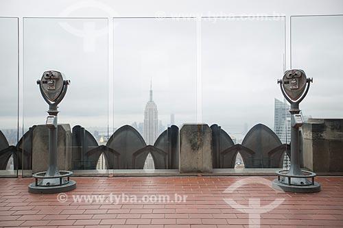 Terraço de edifício no Rockefeller Center Empire State Building ao fundo  - Cidade de Nova Iorque - Nova Iorque - Estados Unidos
