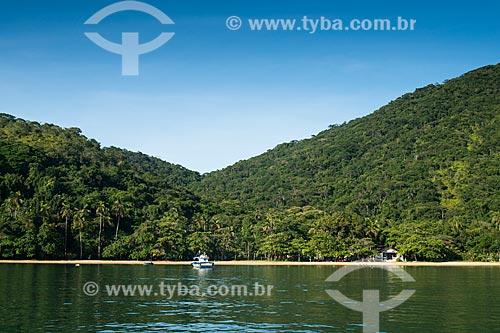 Barco no litoral da cidade de Angra dos Reis  - Angra dos Reis - Rio de Janeiro (RJ) - Brasil