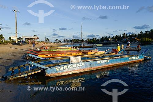 Travessia de balsa no Rio Catu entre Tibau do Sul e Barra do Cunhaú  - Tibau do Sul - Rio Grande do Norte (RN) - Brasil